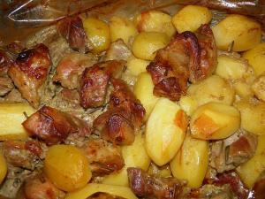 Запечённый картофель с мясом в духовке