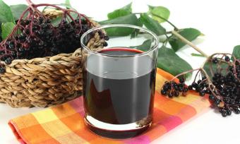 Черноплодная рябина на водке